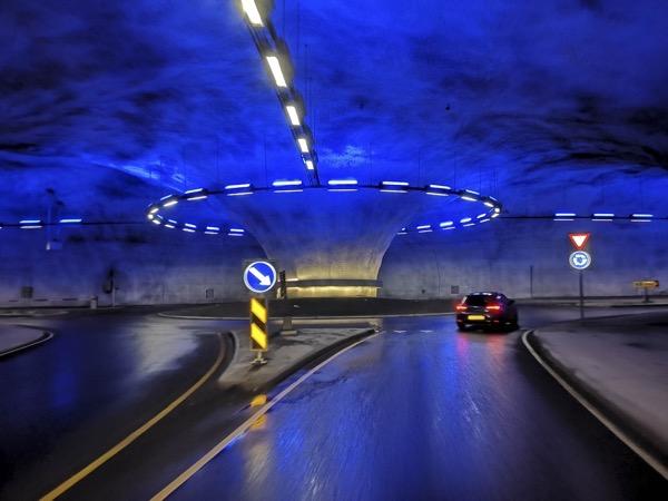 Ils sont incroyables ces norvégiens des ronts point dans un tunel